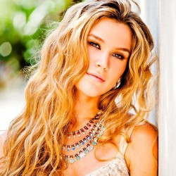 Joss Stone is playing at CrossroadsKC at Grinders on Sunday, Sepetmber 7th!
